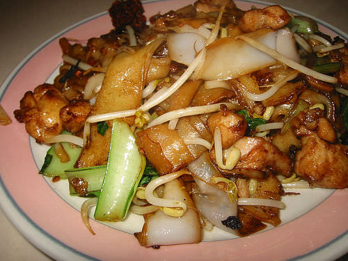 Char kway teow with chicken