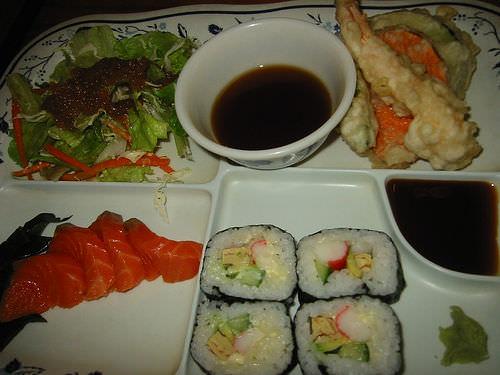 Salmon sashimi deluxe set