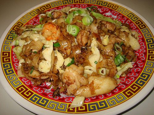 Char kway teow with cabbage