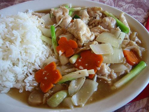 Rice with boneless chicken in garlic sauce
