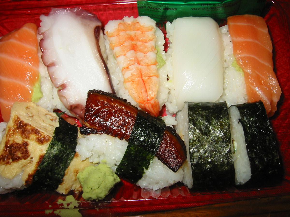 Large sushi combination