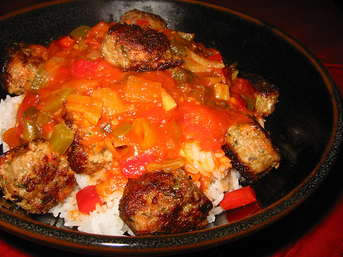 Lamb meatballs with tomato and capsicum sauce