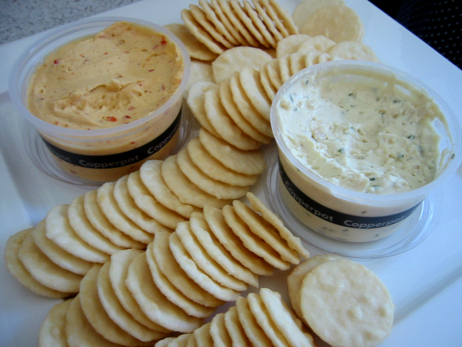 Rice crackers and two dips