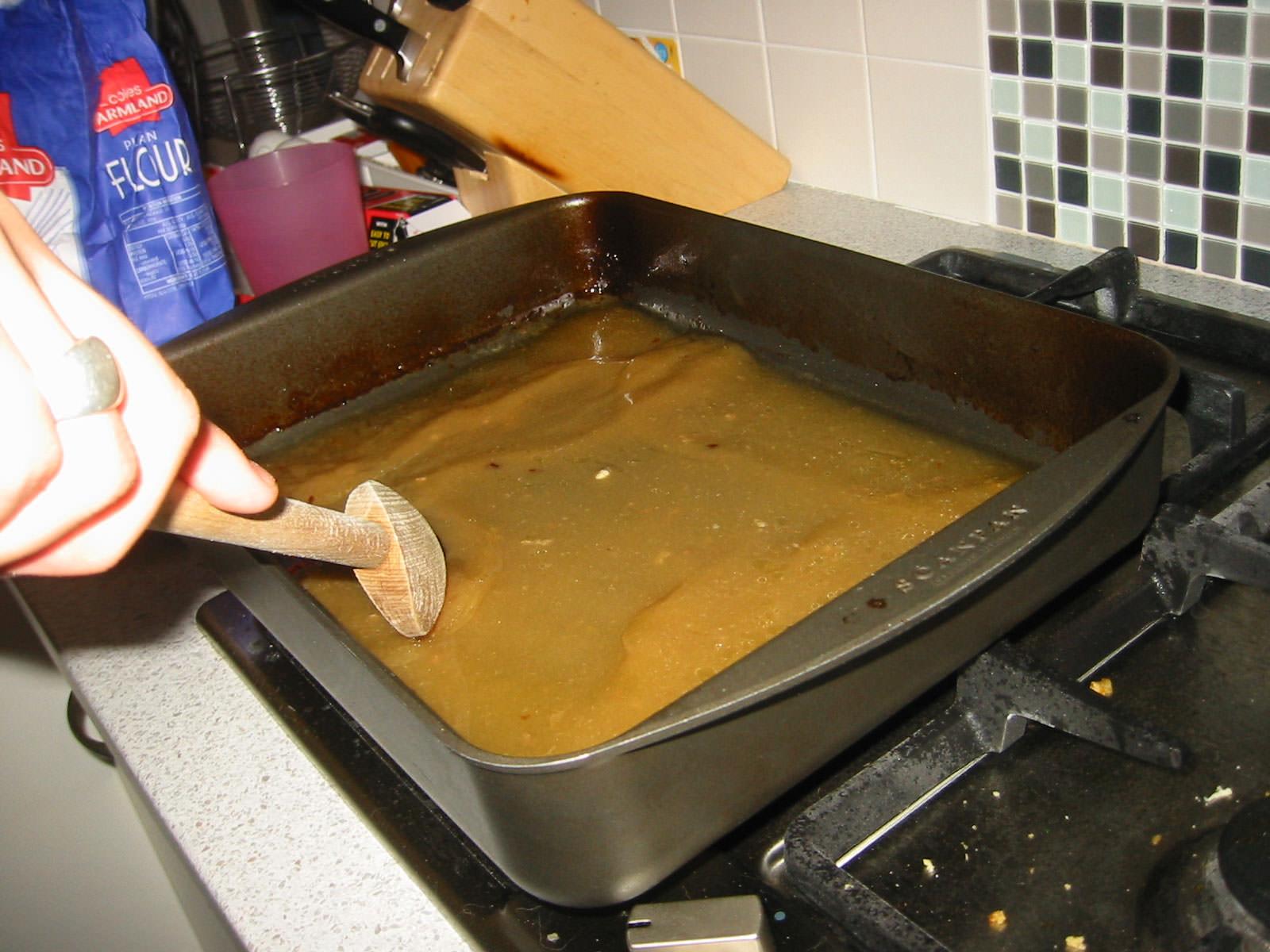 Making pan gravy