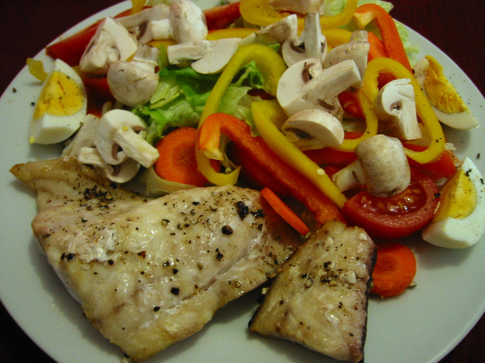 Grilled snapper with salad and hard-boiled egg