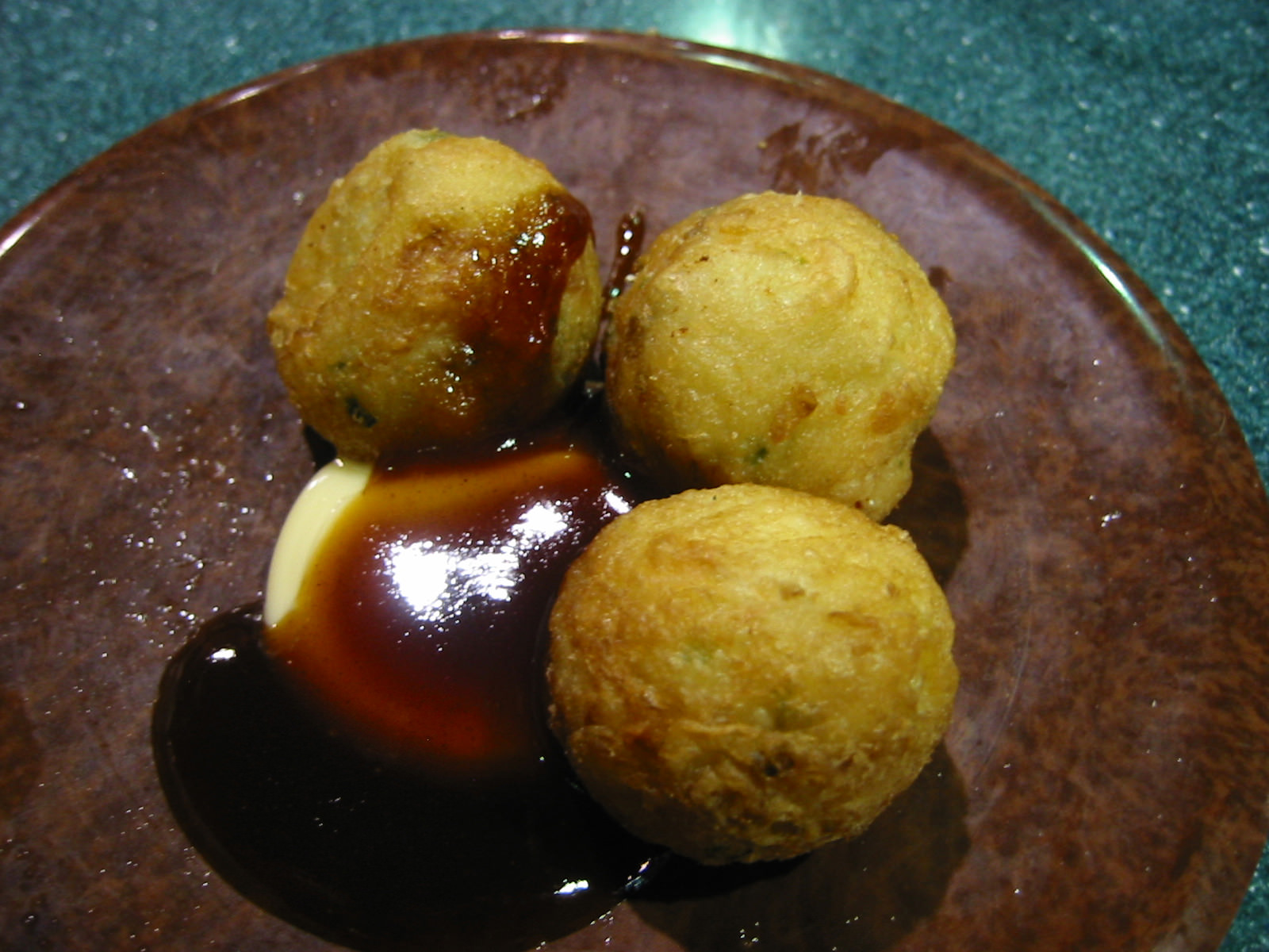 Tayo yaki (fried octopus balls)