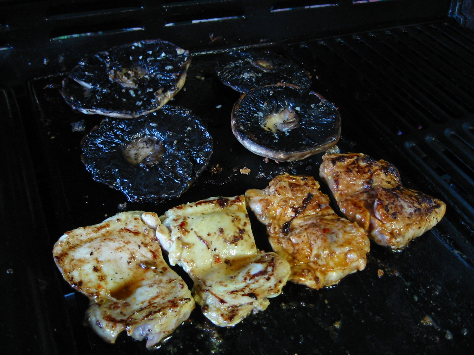 Mushrooms and chicken on the barbie
