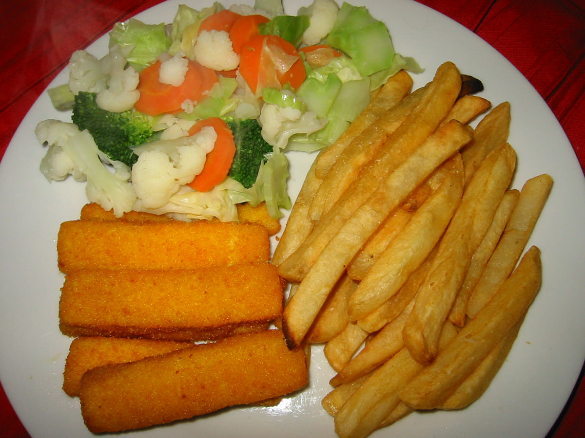 Fish fingers, chips and steamed vegies