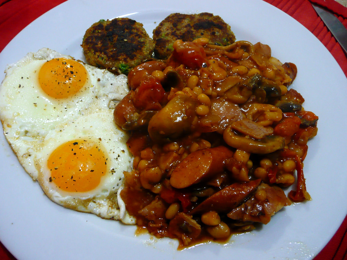 Breakfast beans, eggs and turkey patties