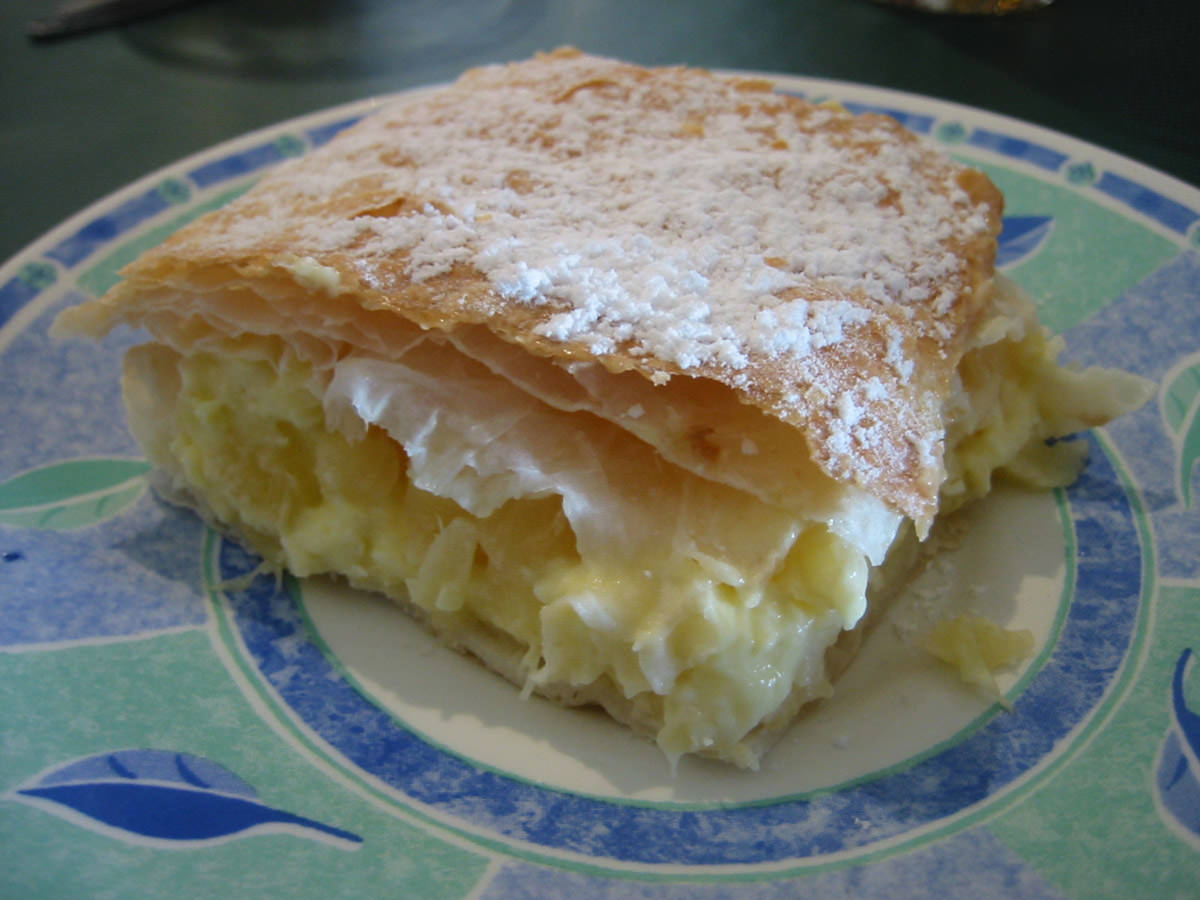 Strudel with pineapple