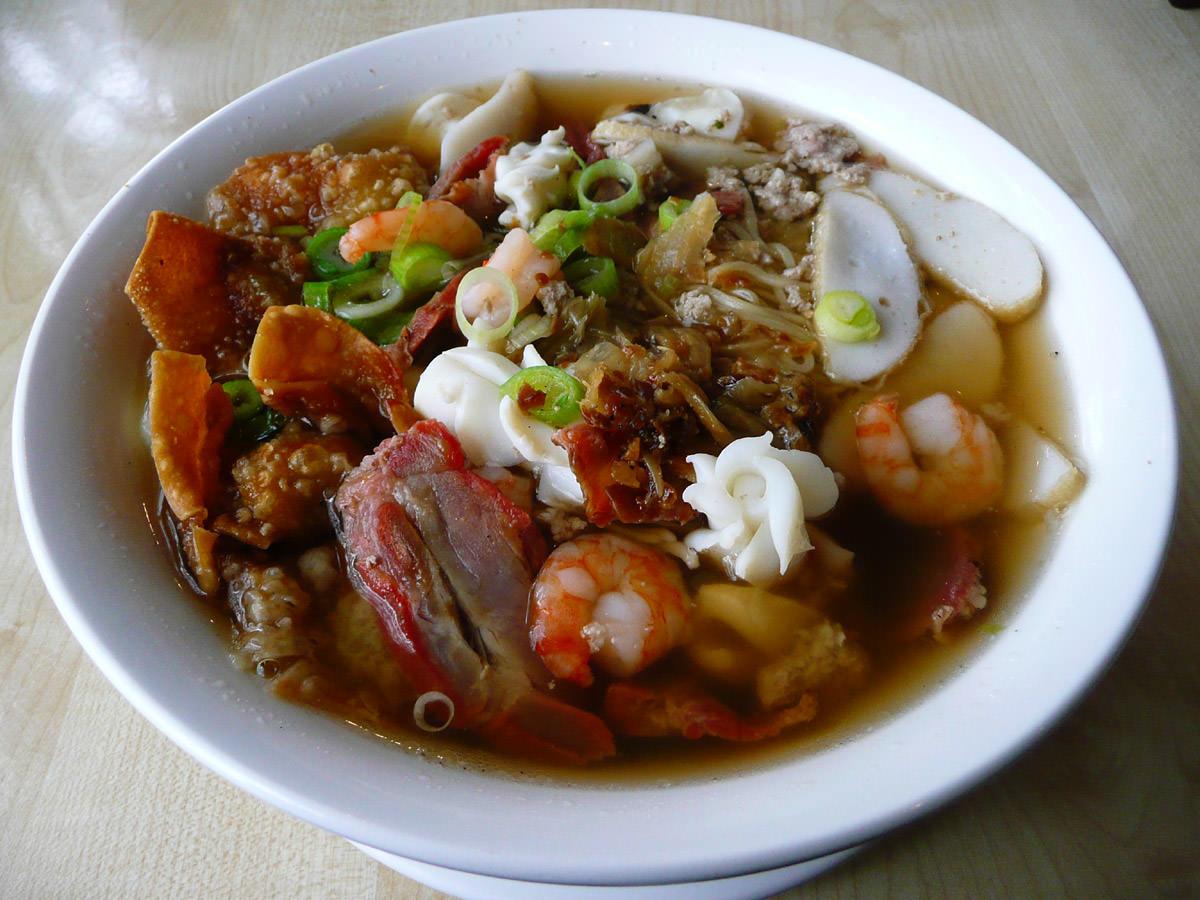 Wantan egg noodle soup