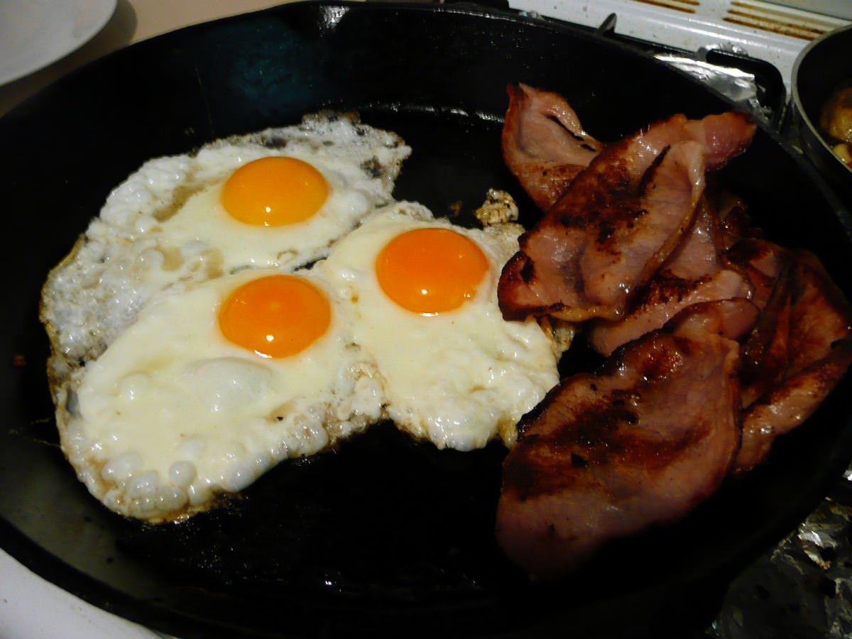 Bacon and eggs in the pan