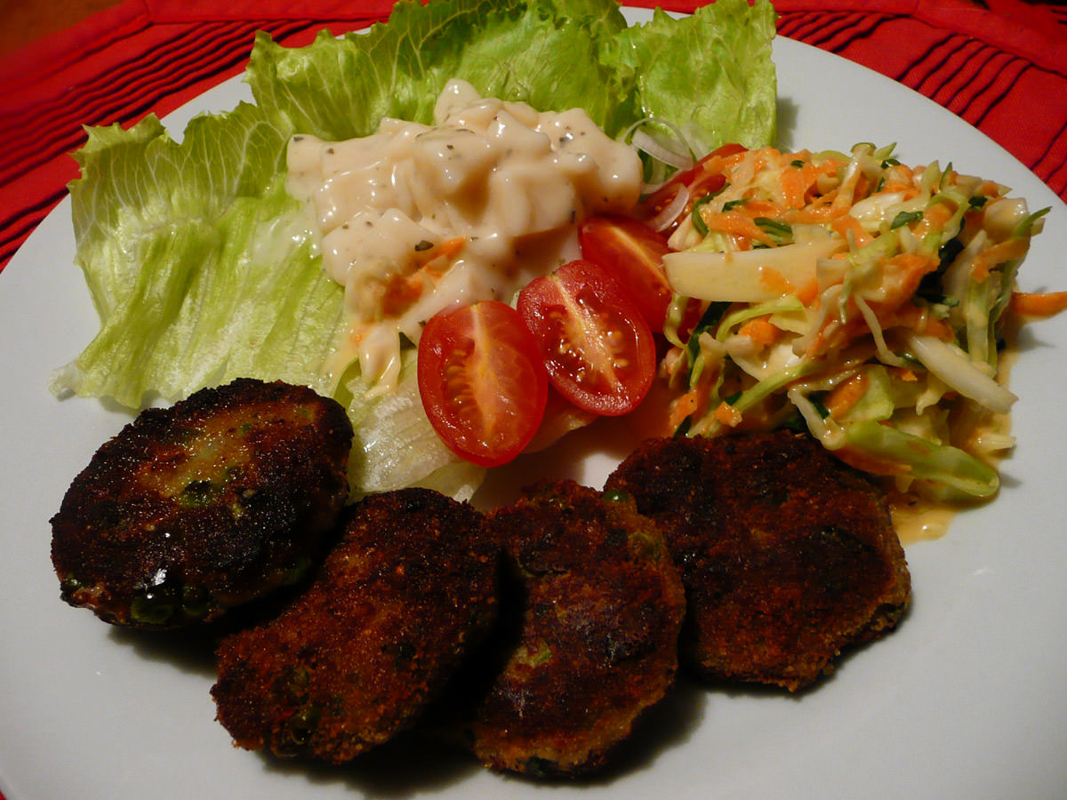Turkey patties, potato salad and coleslaw