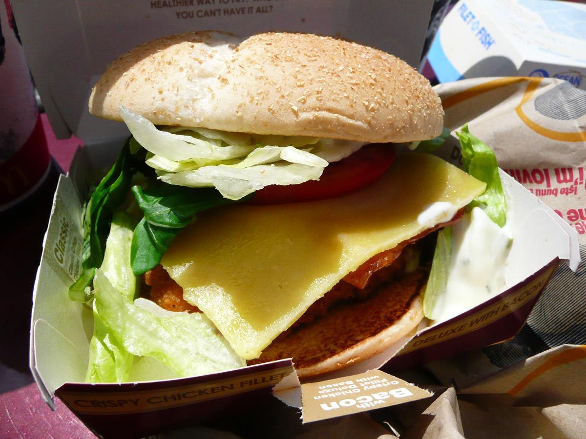 Crispy Chicken Filet Burger Deluxe