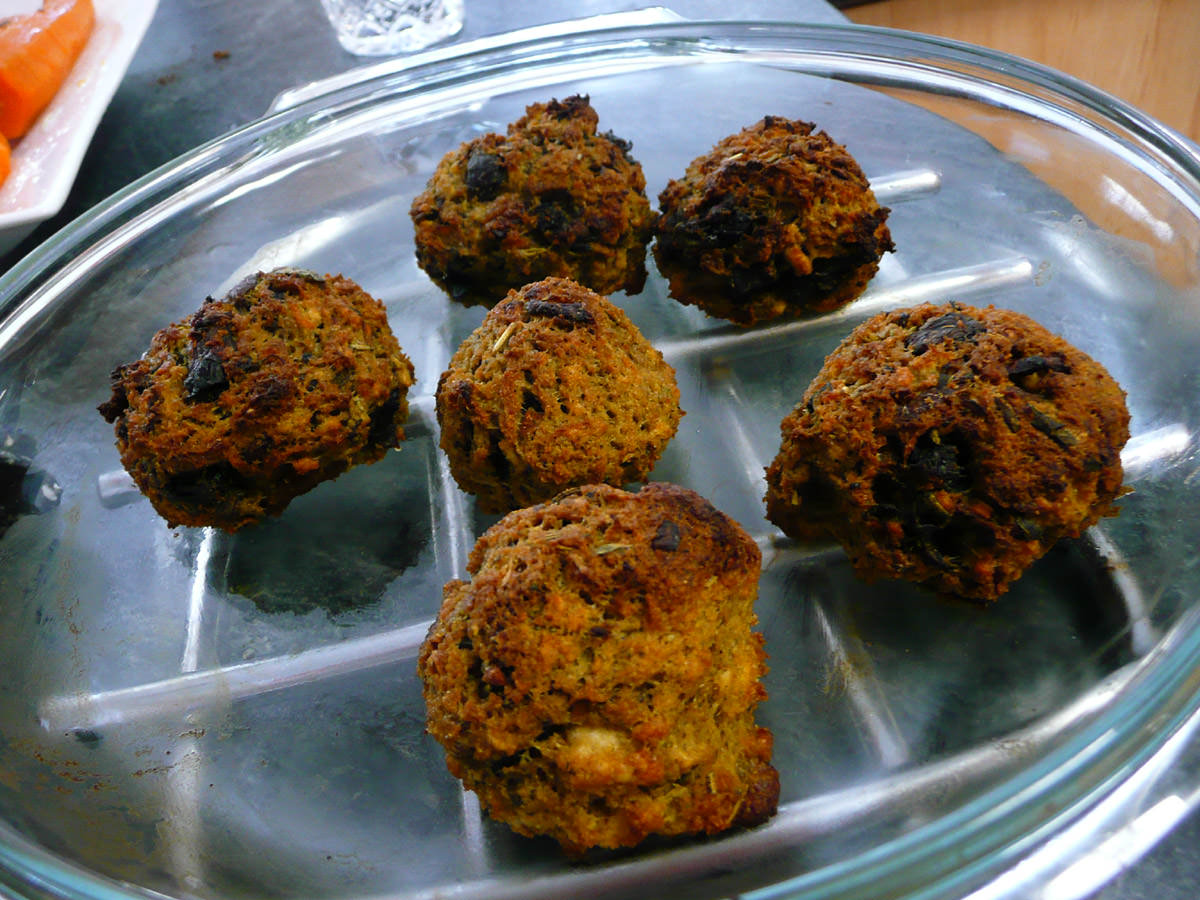 Baked balls of stuffing