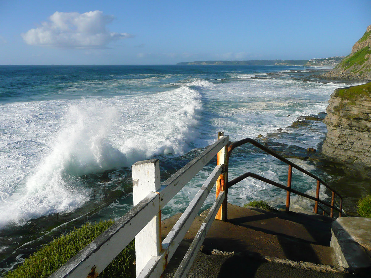Bogey Hole stairs - big wave