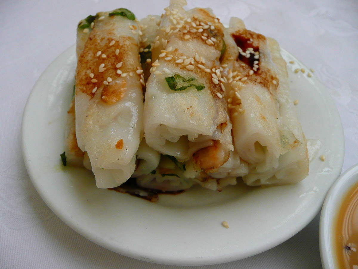 Rice flour rolls with dried shrimp