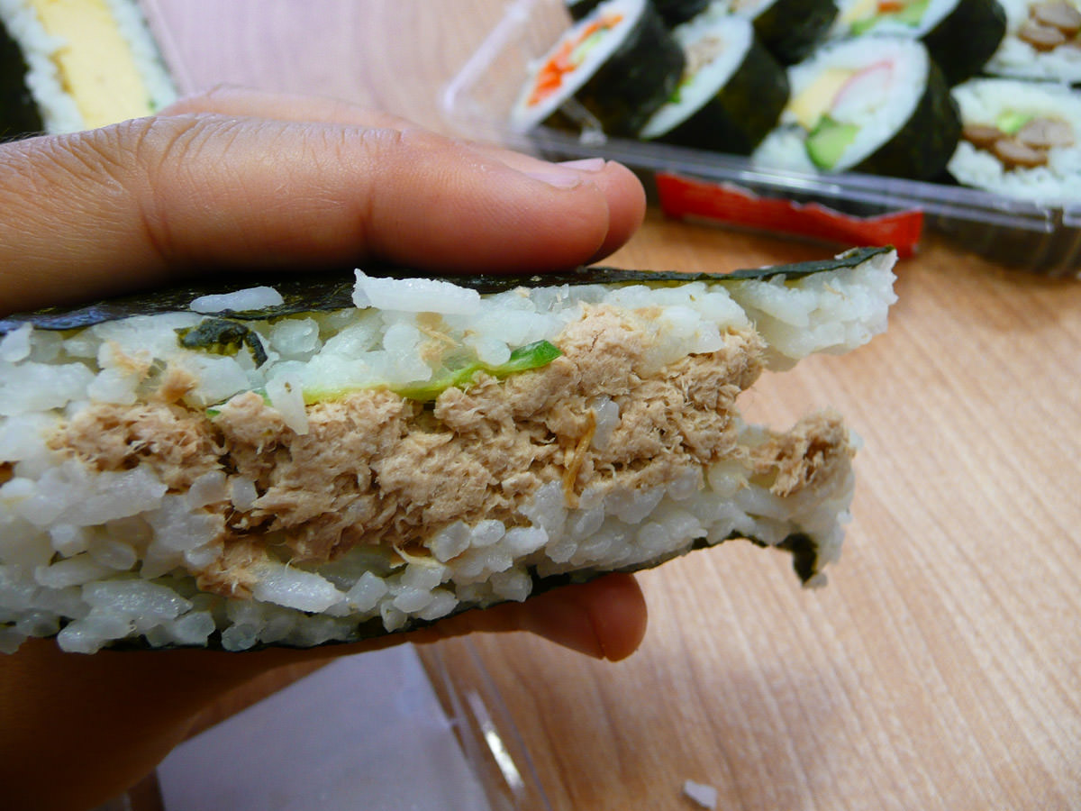 Cooked tuna sushi sandwich