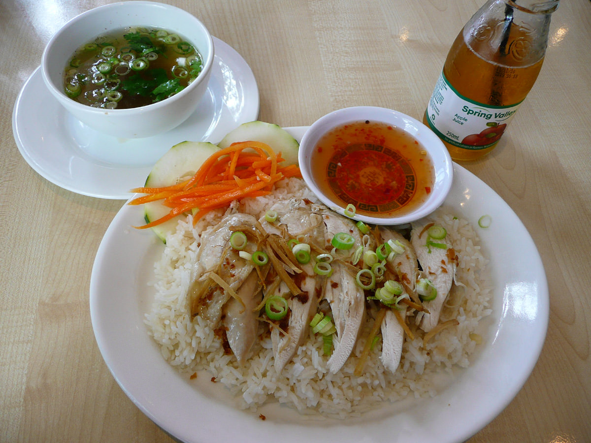 Steamed chicken rice with apple juice