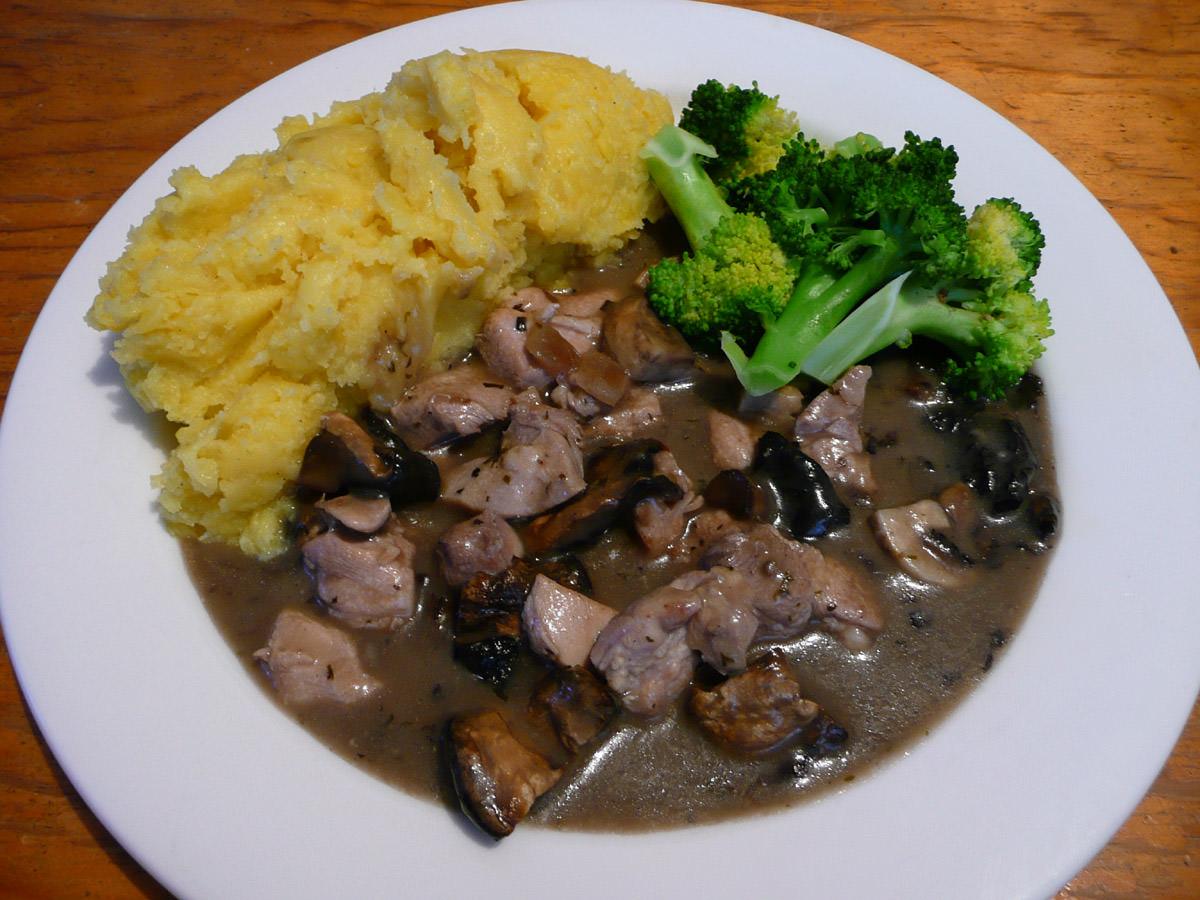 Chicken Tonight (creamy mushroom), mashed potato and steamed broccoli