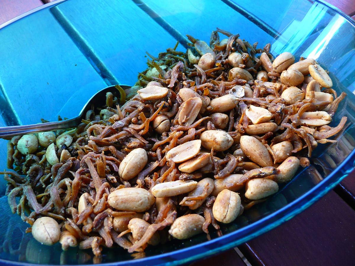 Fried ikan bilis with peanuts