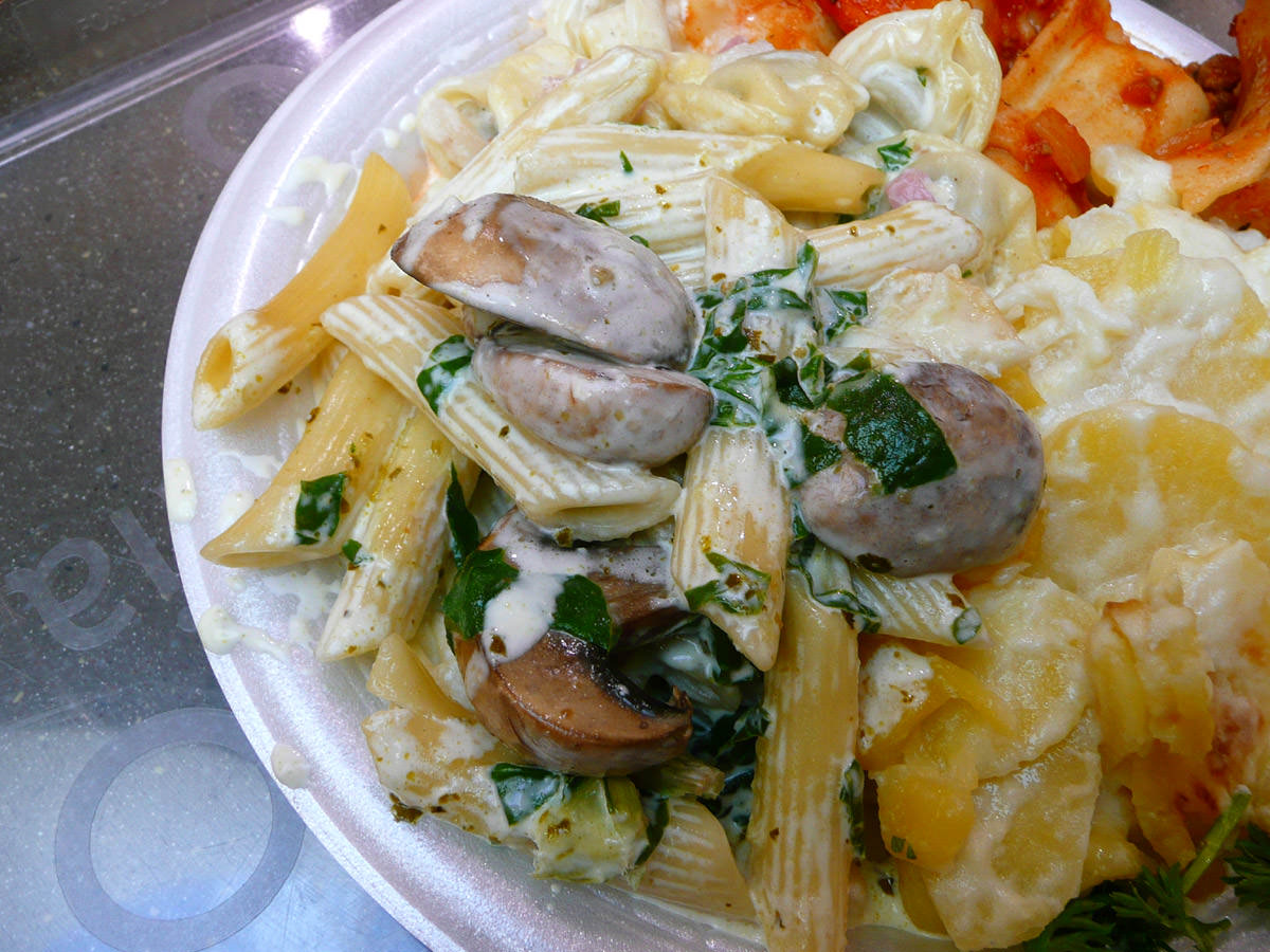 Penne in a creamy sauce with spinach and mushrooms