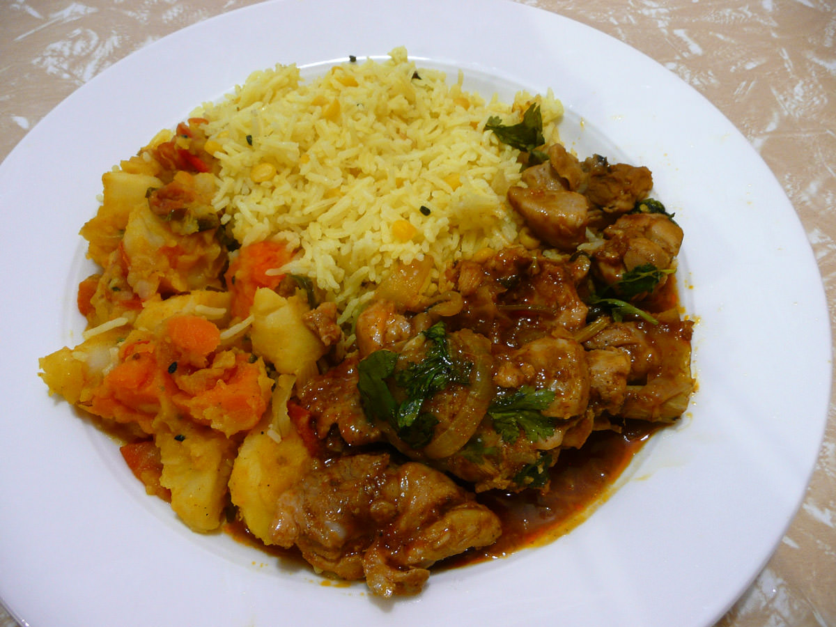 Potato and sweet potato bujia, lentil rice and chicken in honey and tomato with spices