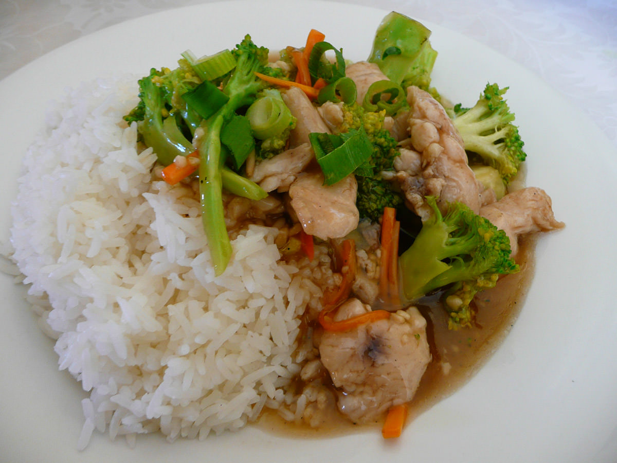 Stir-fried broccoli with chicken and rice