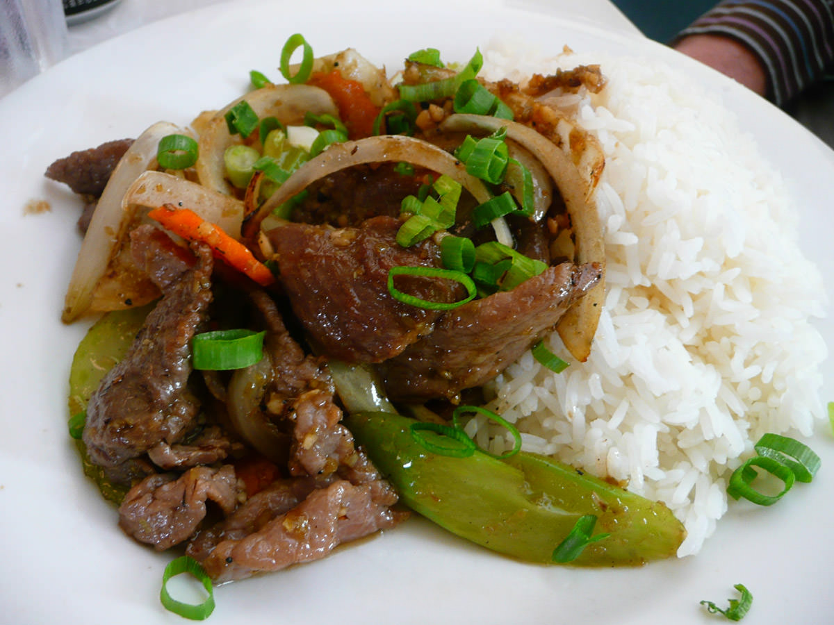 Braised beef with lemongrass and rice