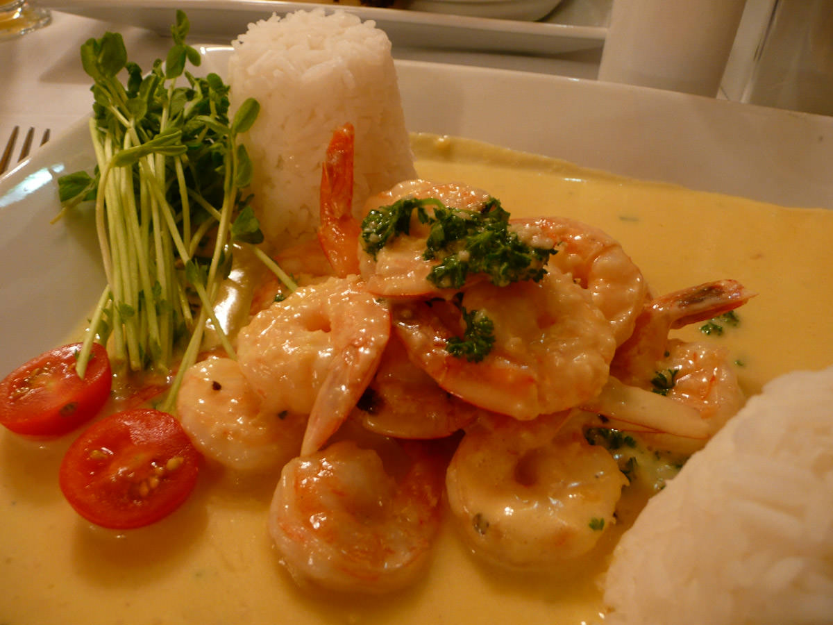 Creamy garlic prawns close-up