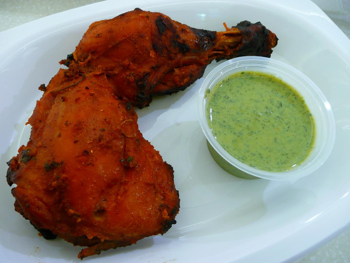 Tandoori chicken with mint raita