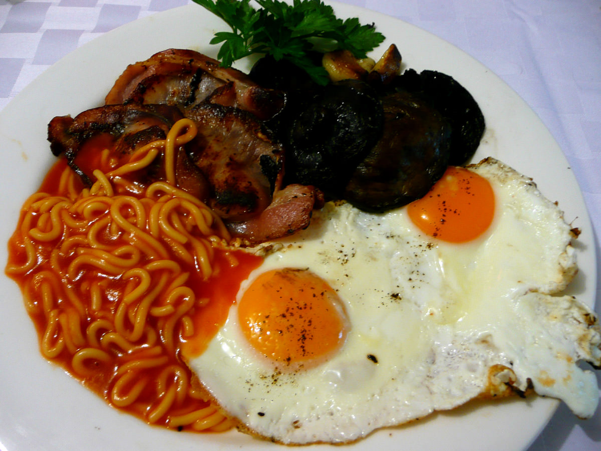 Fry-up with tinned spaghetti