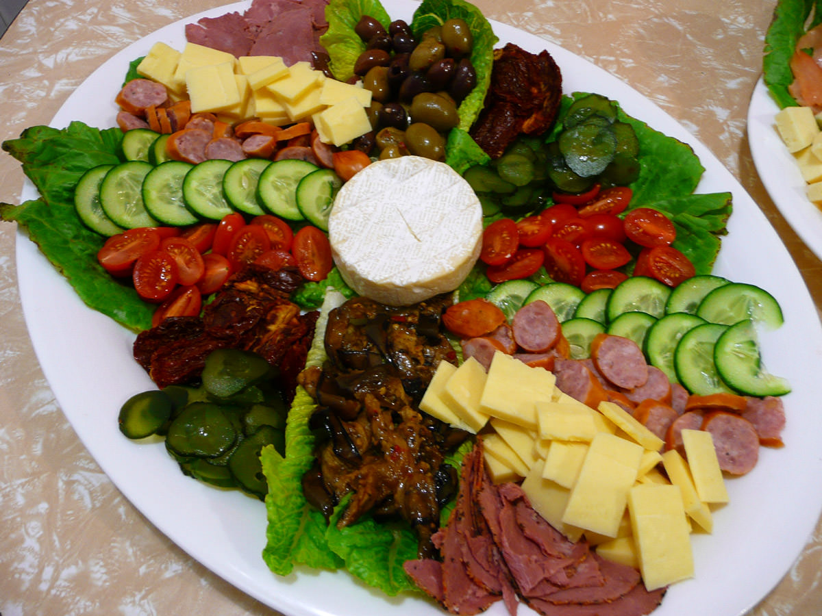 Nibblies platter with cold meats and vegies