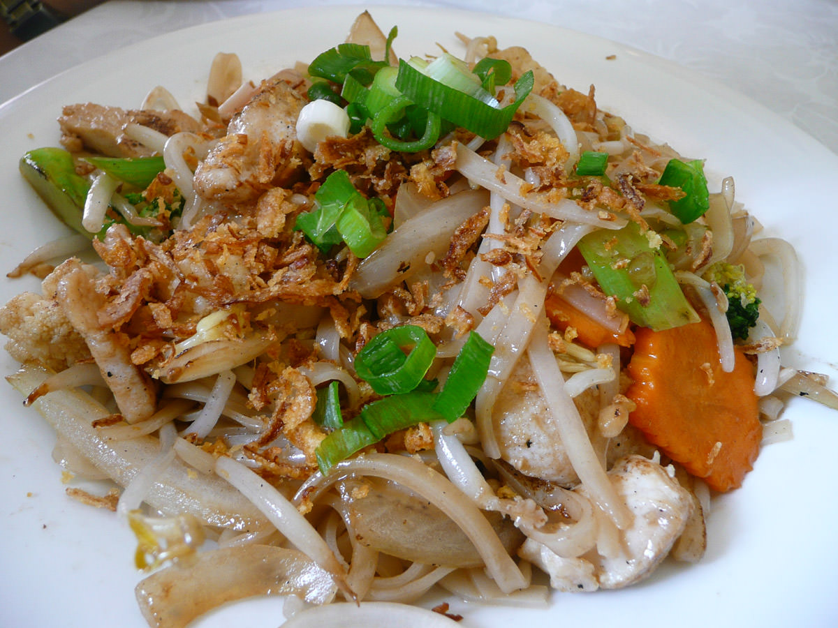 Chicken with rice noodles