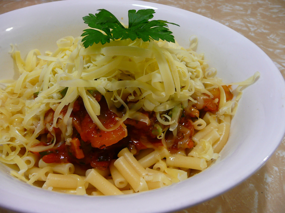 Macaroni with chilli and bacon tomato sauce - Jac's with cheesy top