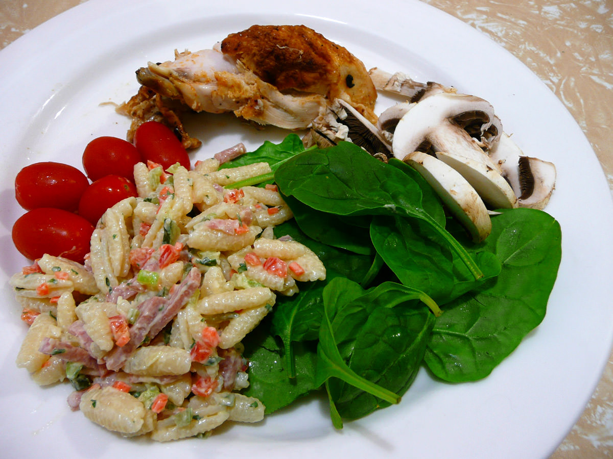 Pasta salad with grape tomatoes, spinach, mushrooms and leftover Nandos chicken