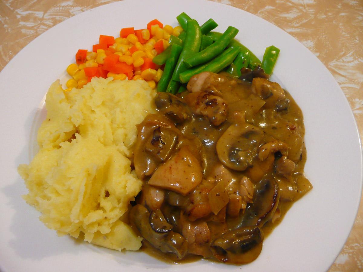 Chicken Stroganoff, garlic mash and vegetables