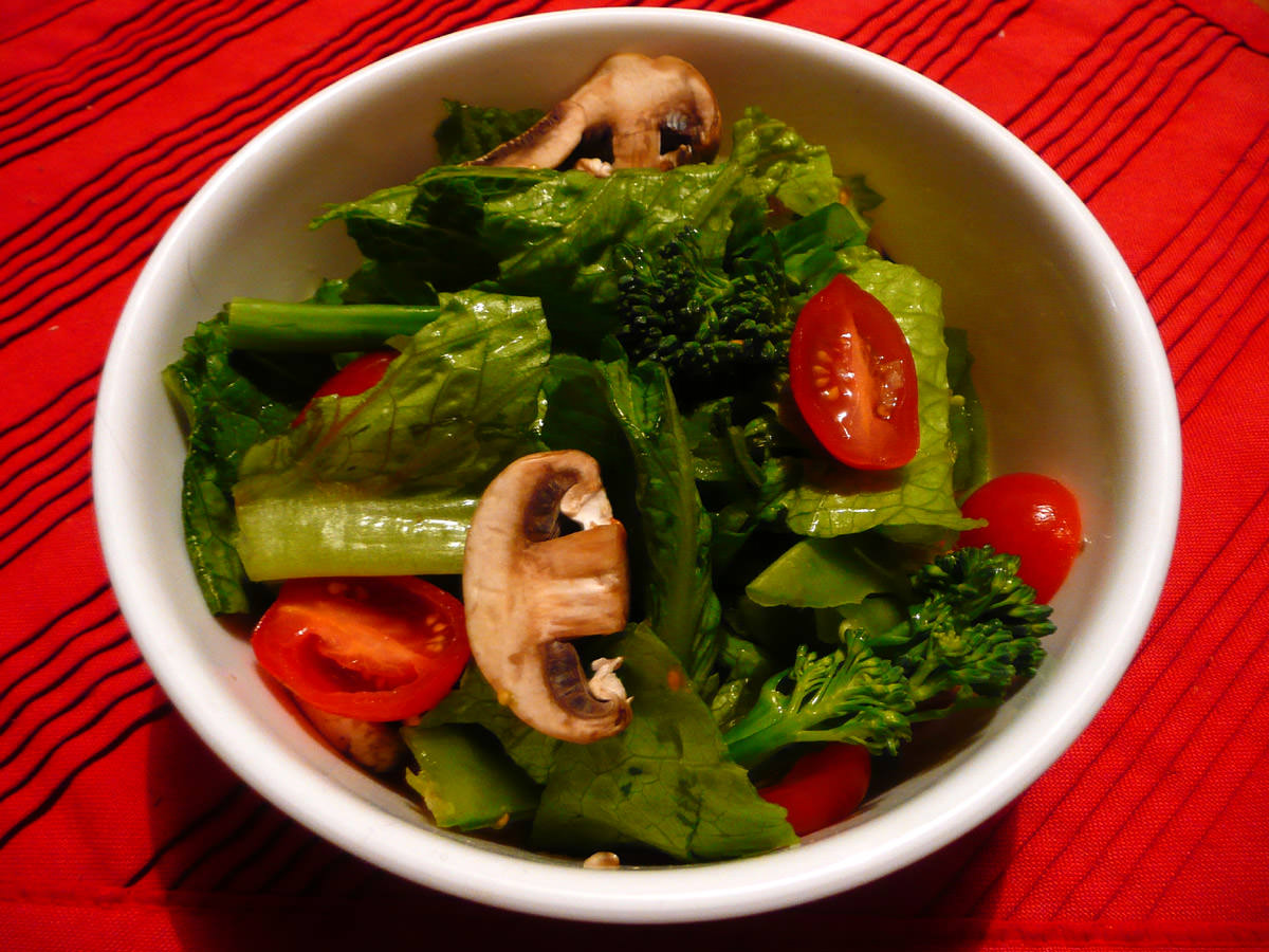 Salad with baby cos lettuce, grape tomatoes, mushrooms and broccolini