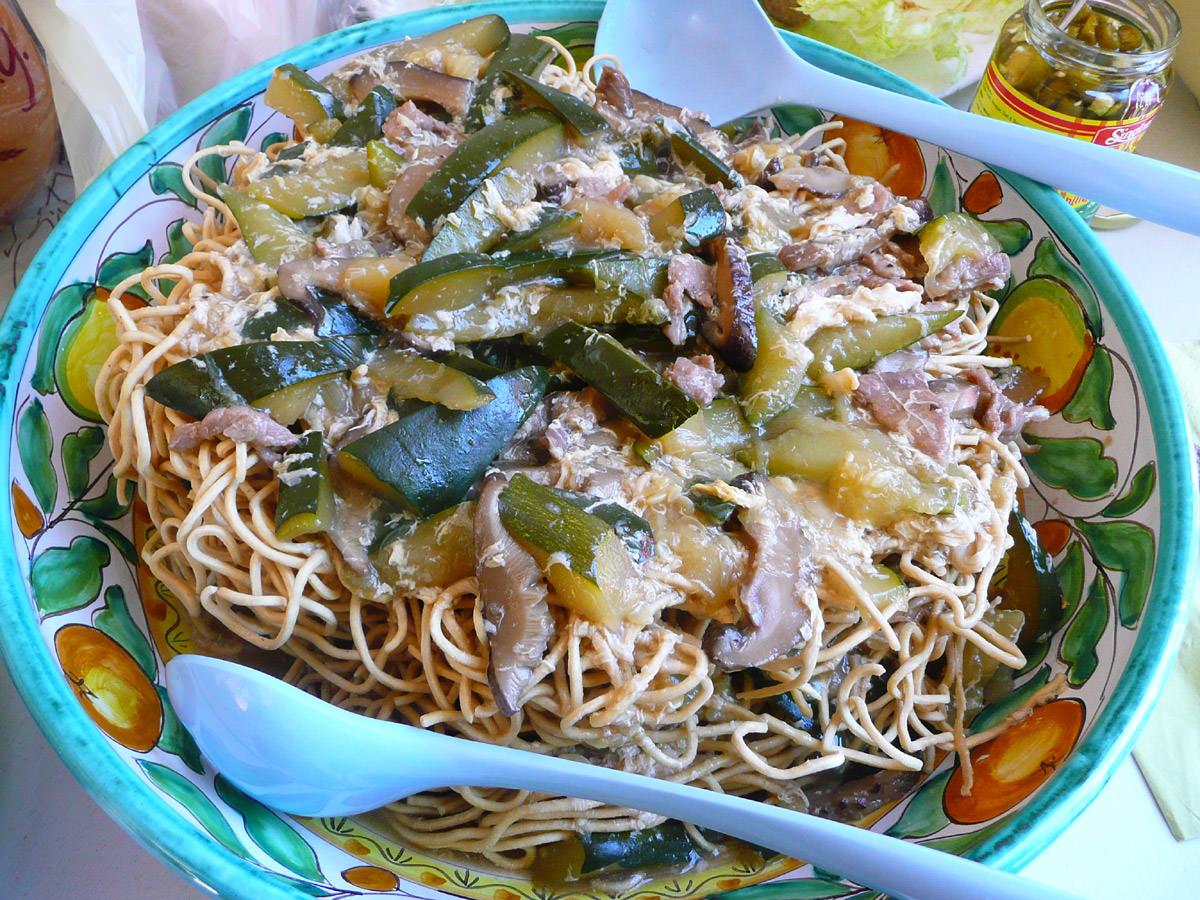 Yee mee (crispy noodles with egg sauce)