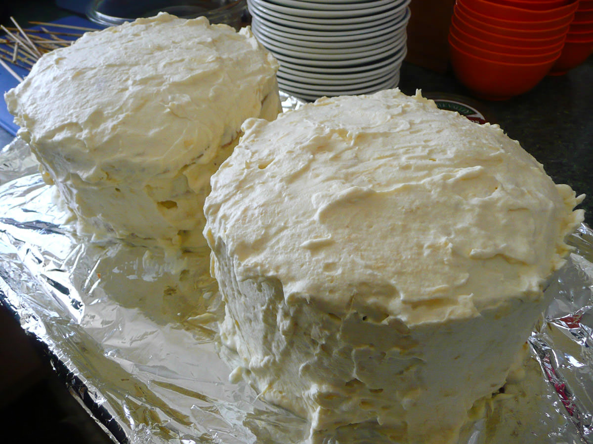Durian and cream sponge cakes