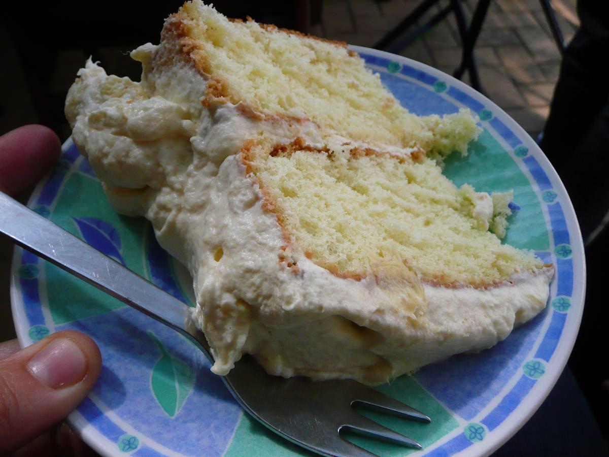 Durian and cream sponge cake