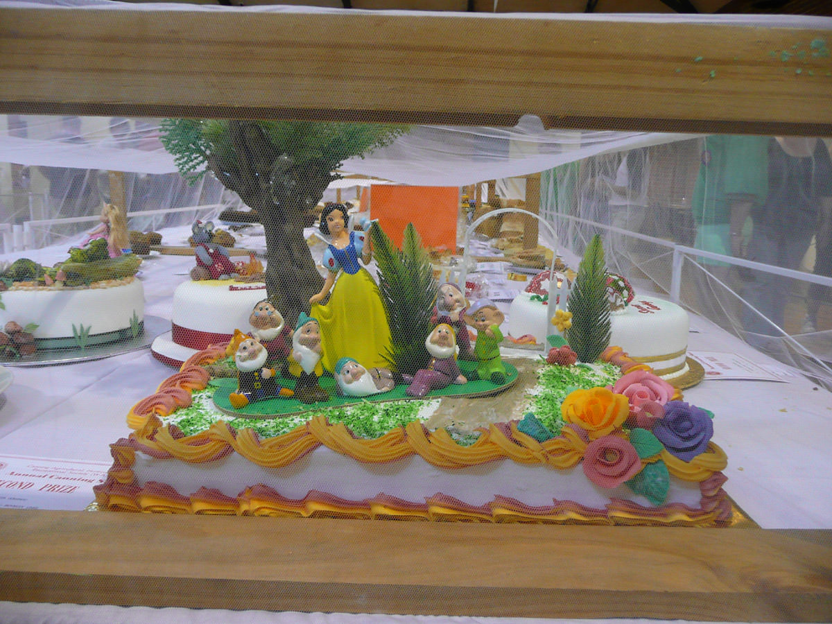 Snow White and the Seven Dwarves cake