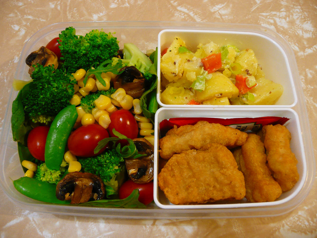 Bento - McNuggets, salad and potato salad