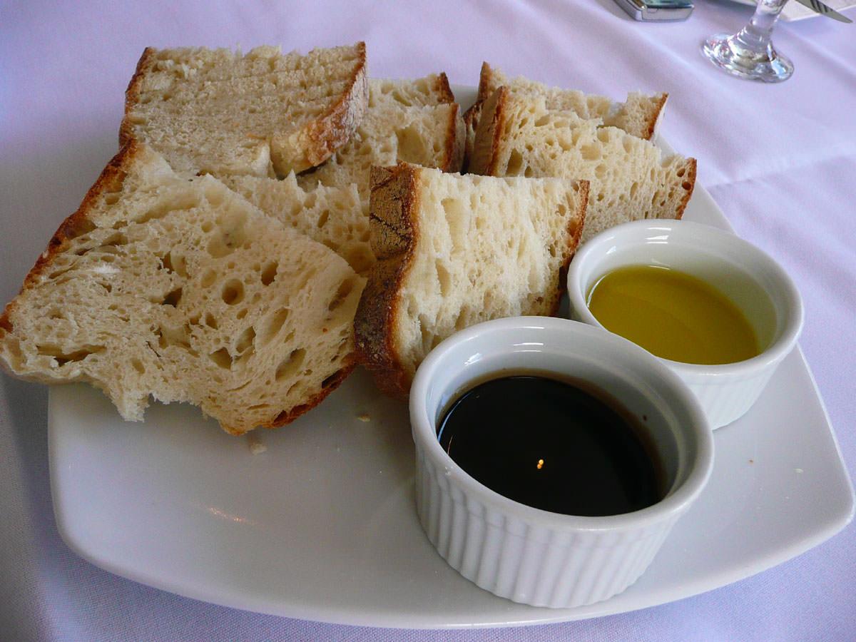 Bread, oil and vinegar