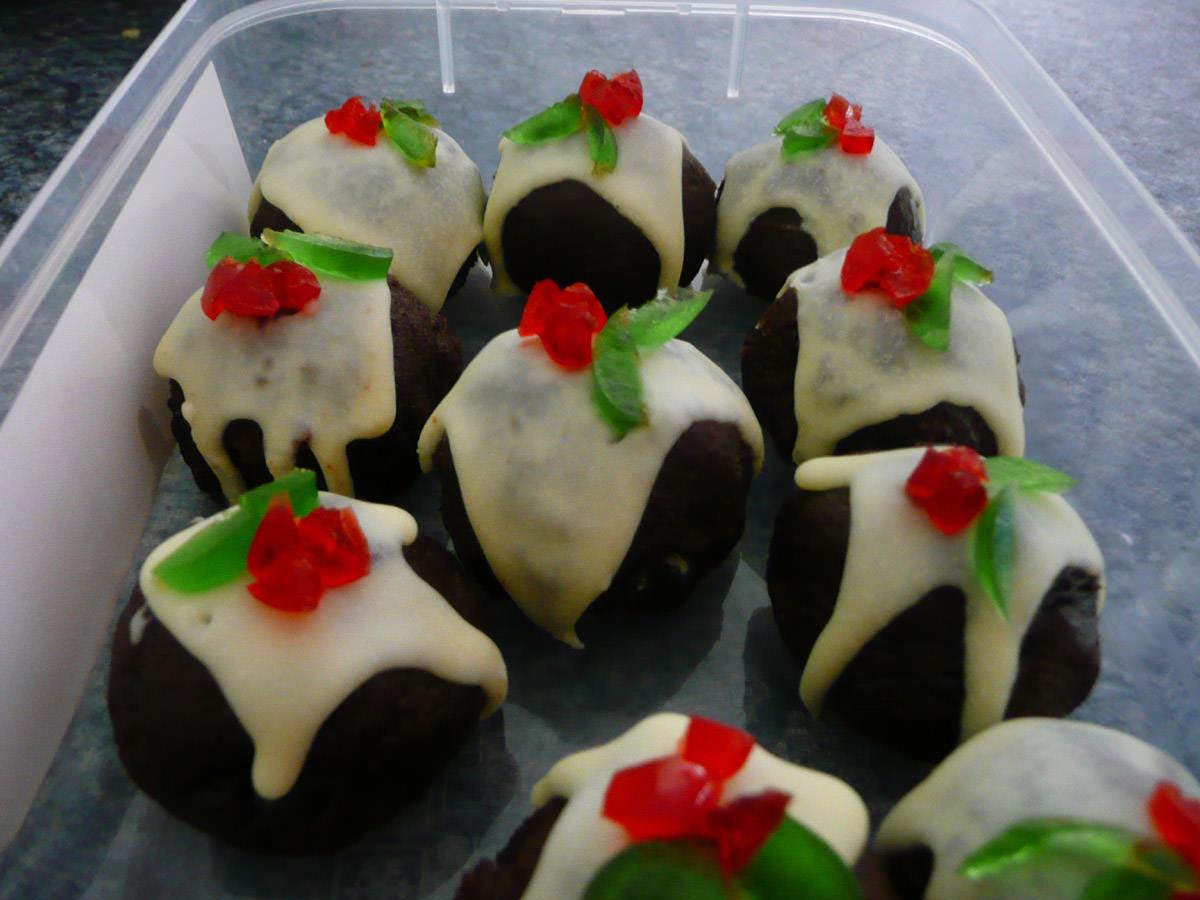 Mini Christmas puddings (homemade)