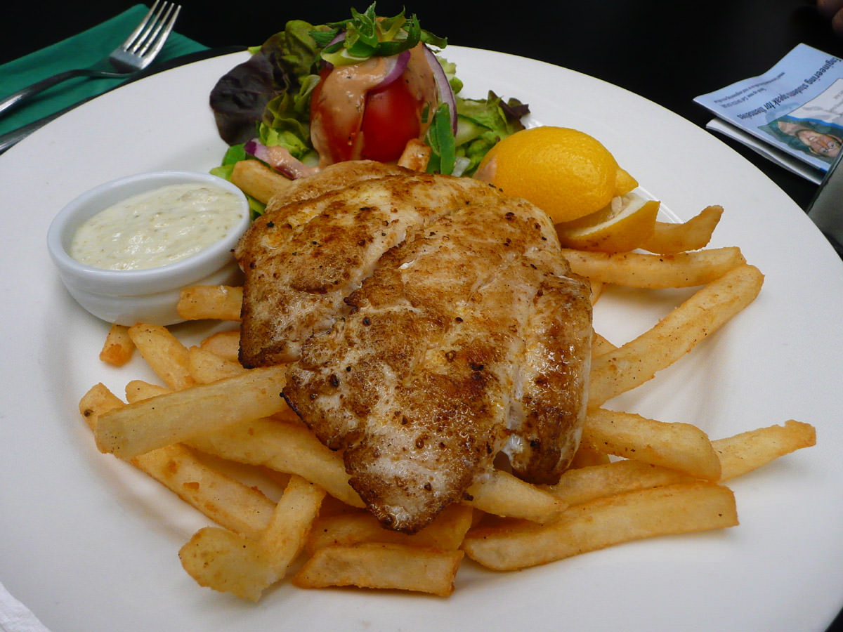 Sweet lip snapper with chips