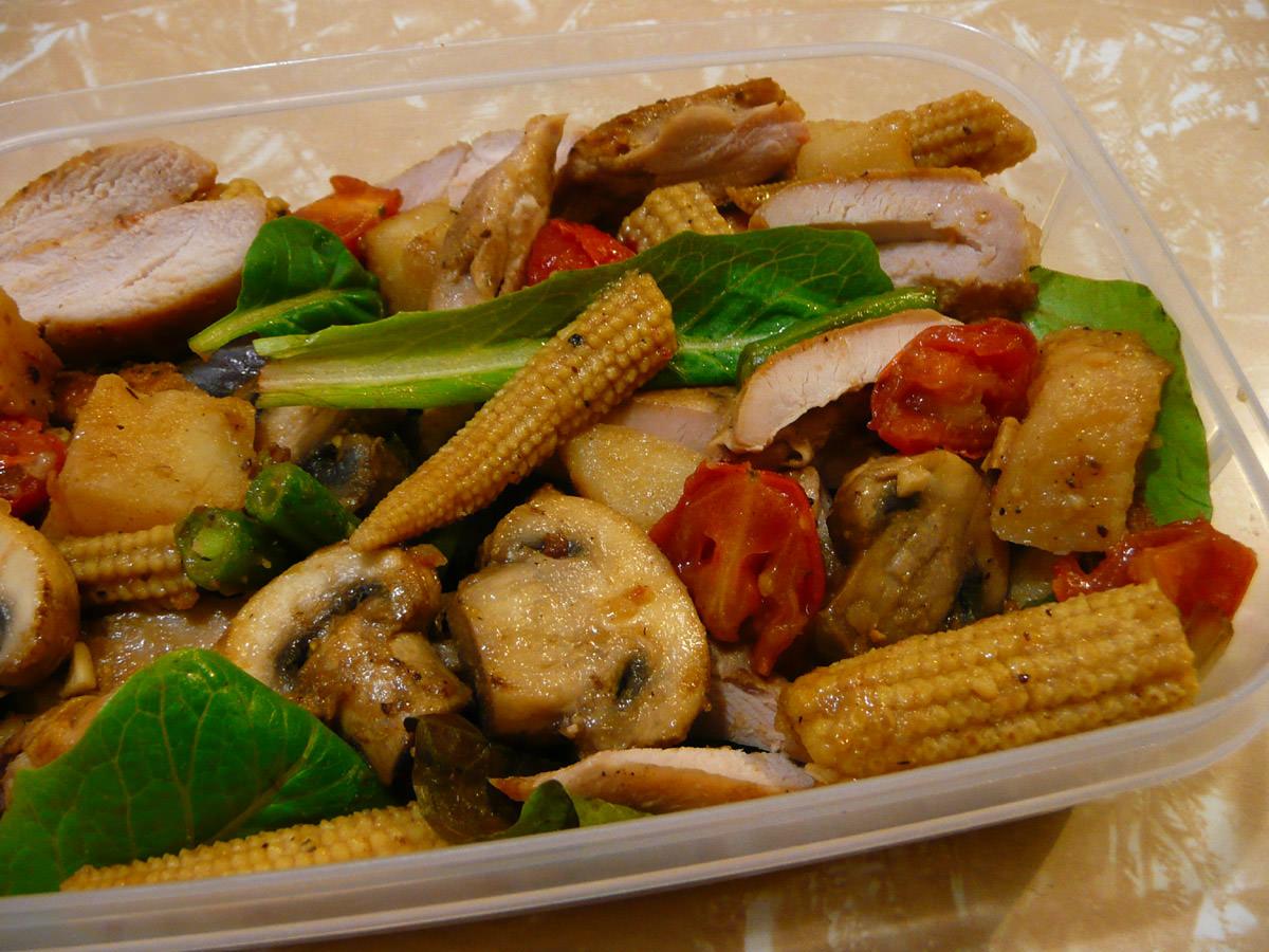 Bento: celery salt chicken, leftover cooked vegetables and salad greens