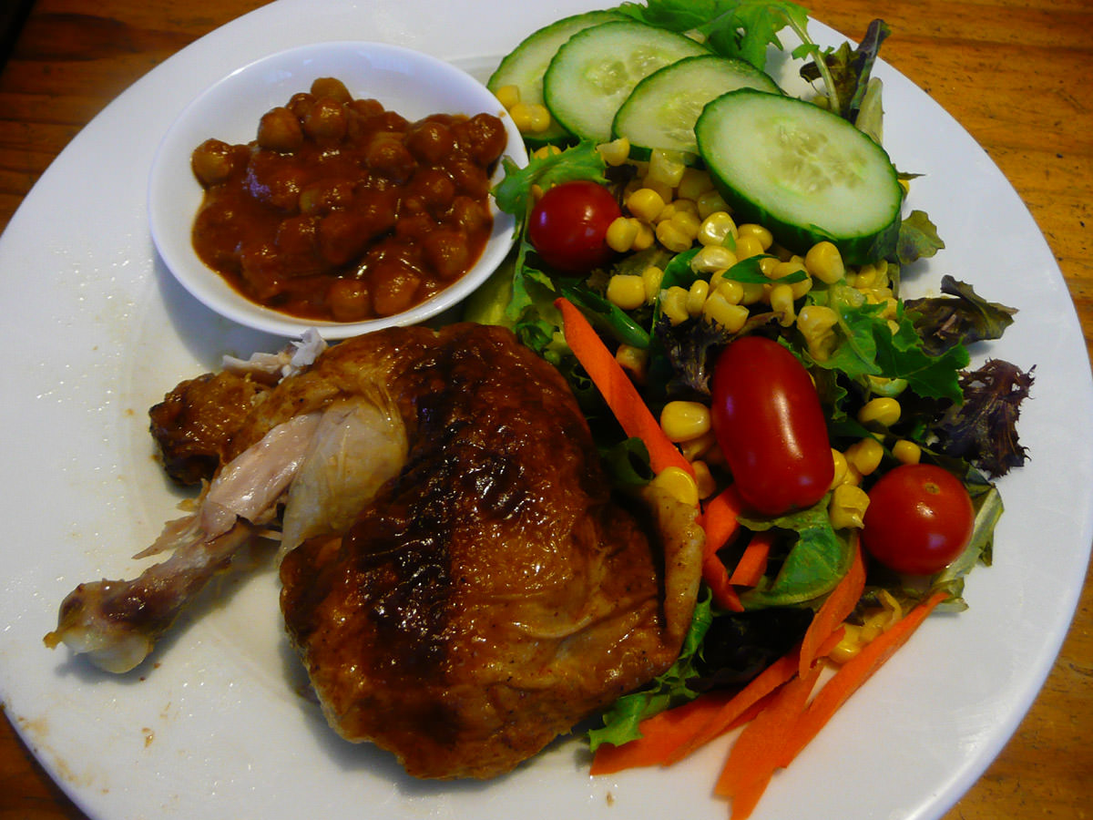 Chicken and salad with Indian masala chickpeas (tinned)