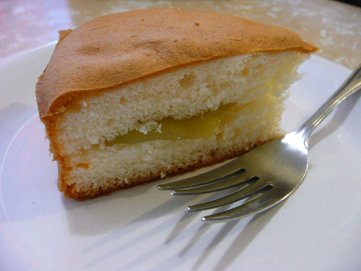 Sponge cake with kaya