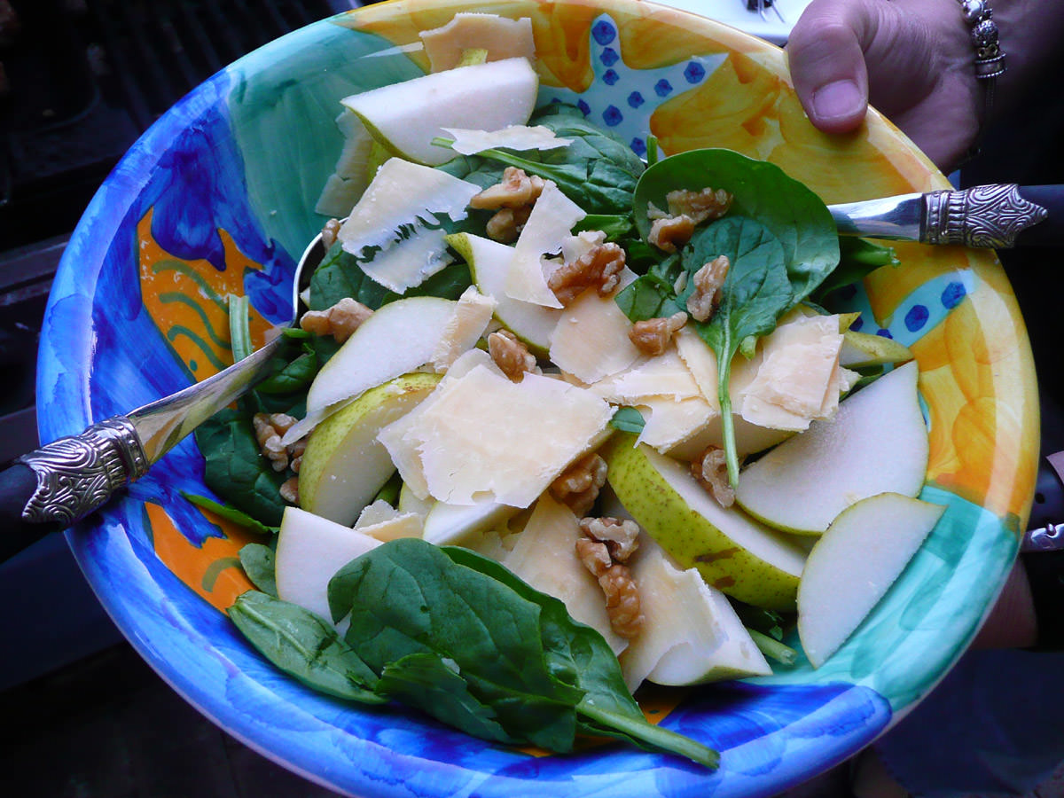 Spinach, pear, walnut and parmesan salad
